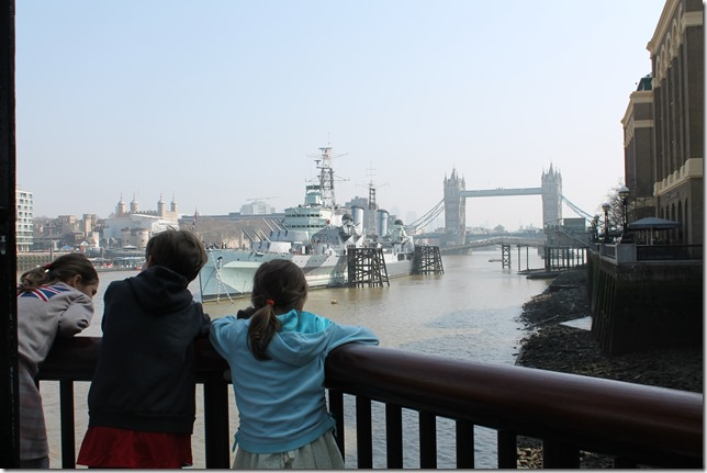 kids, tower bridge
